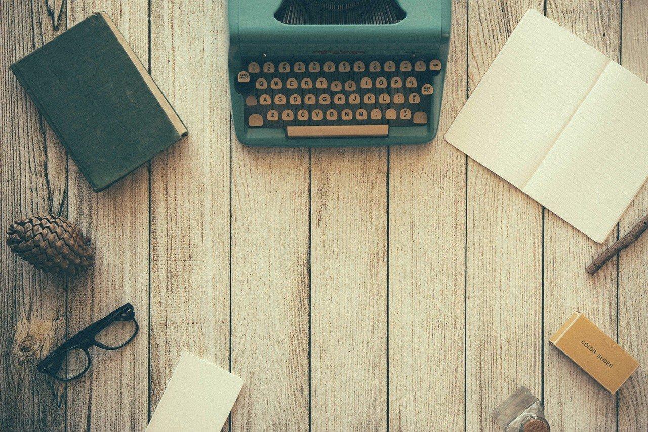 5 Effective Skills for Online Communication - Typewriter - Natalie Smith - Browser Media